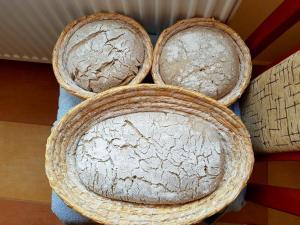 Žitný chléb s kváskem pečený v troubě - recept